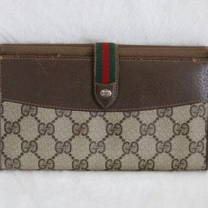 "GUCCI Signature ""GG""s Vintage checkbook Wallet"